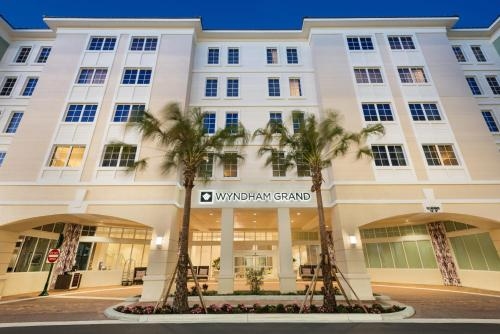 Wyndham Grand Jupiter at Harbourside Place Photo