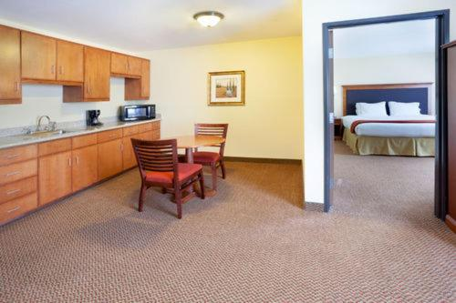 Holiday Inn Express Hotel & Suites Laredo-Event Center Area Photo