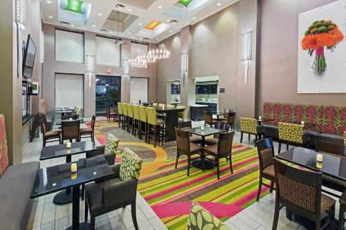 Hampton Inn & Suites Tulsa-Woodland Hills Photo
