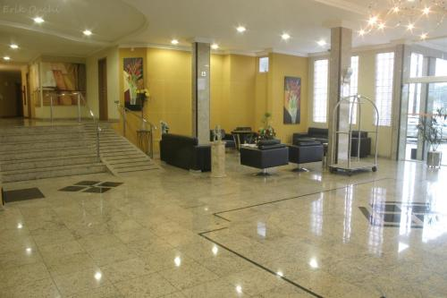 Barbur Plaza Hotel Photo