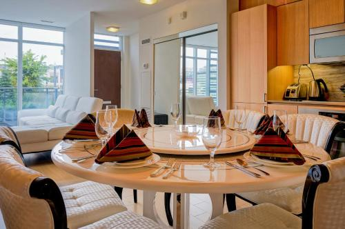HydeWest - Iceboat Terrace Furnished Townhome Photo