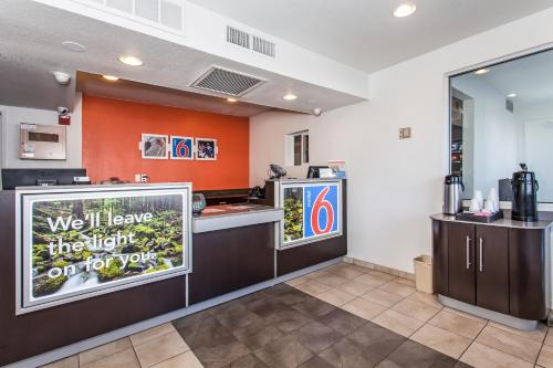 Motel 6 Williams Photo