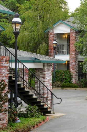 Grass Valley Courtyard Suites