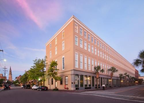 DoubleTree Suites by Hilton Hotel and Suites Charleston-Historic District Photo