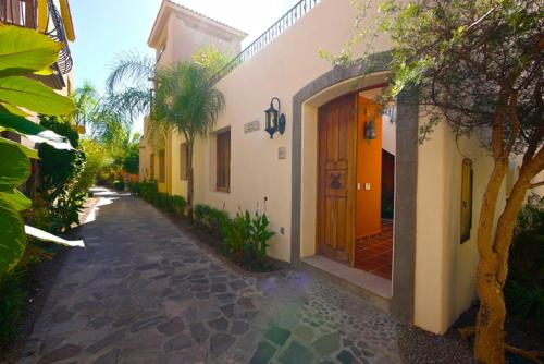 2 Bedroom House - Santuario FN145