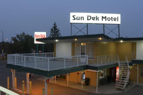 Sun-Dek Motel Photo