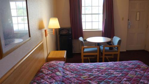 Travelers Inn Photo