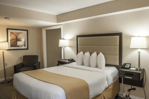 Quality Inn Airport West Photo