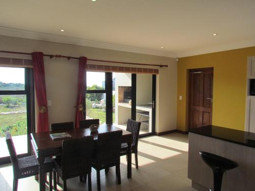 Golden View Holiday Home Photo