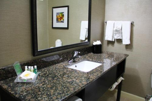 Holiday Inn Charlotte University Photo