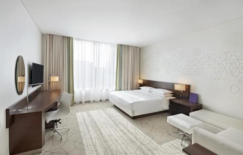 Hyatt Place Dubai Baniyas Square impression
