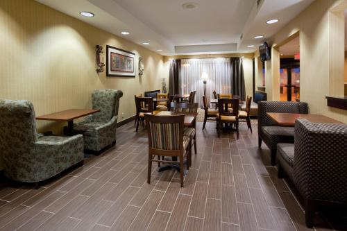 Hampton Inn Cedar Rapids Photo