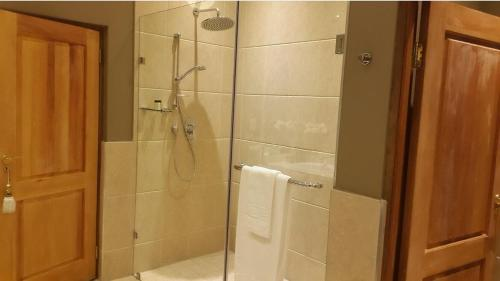 Executive Suite in Woodmead East Photo