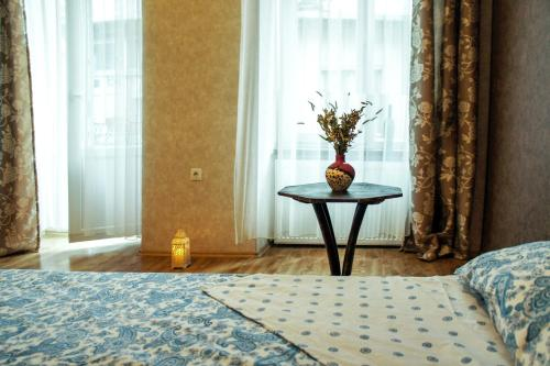 2 BEDROOM LOVELY APARTMENT IN CENTRAL