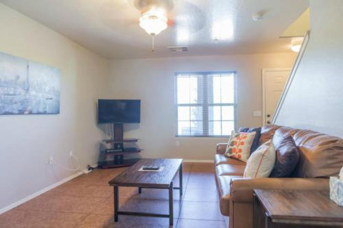 Two-Bedroom Phoenix Townhouse Photo