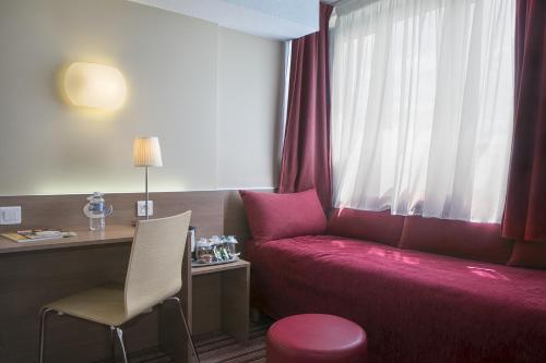 Kyriad Hotel Paris Bercy Village photo 14