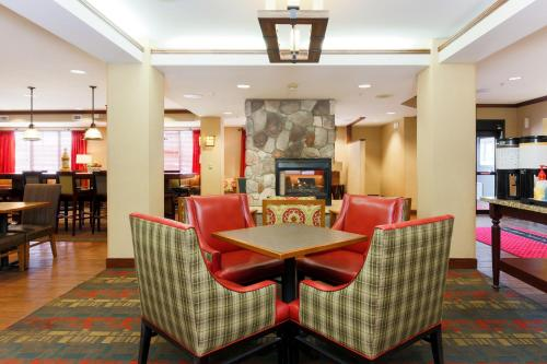 Hampton Inn Anchorage Photo