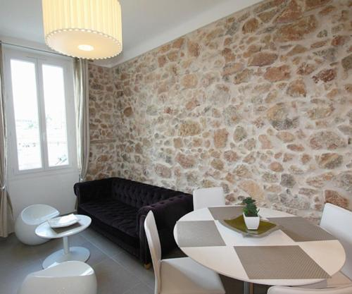 http://www.booking.com/hotel/fr/le-marot-appartement-3-pieces-cannes.html?aid=1728672