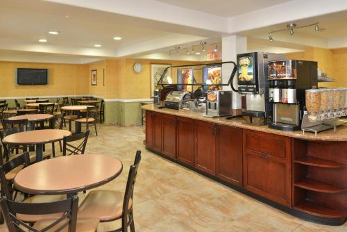 Best Western Plus Raffles Inn & Suites - Anaheim, CA 92802