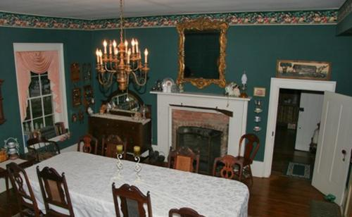 Hall Place Bed & Breakfast Photo