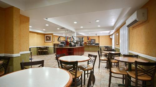 BEST WESTERN PLUS Raffles Inn and Suites Photo