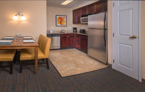 Residence Inn by Marriott Chesapeake Greenbrier Photo