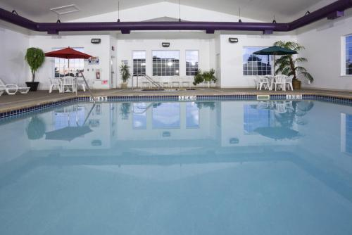 Crossings Inn and Suites by GrandStay Photo