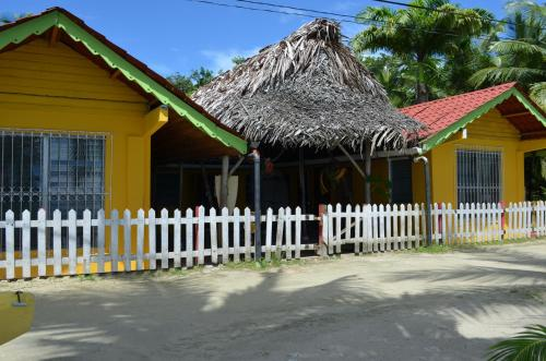 Gran Kahuna Beach Hostel Photo