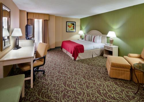 Holiday Inn Chantilly-Dulles Expo Airport Photo