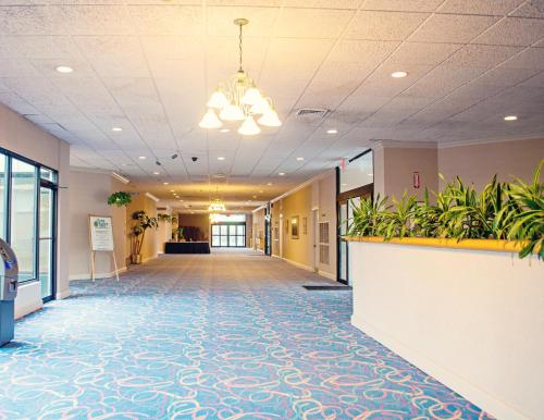 Fern Valley Hotel and Conference Center Photo
