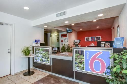 Motel 6 Grants Pass Photo