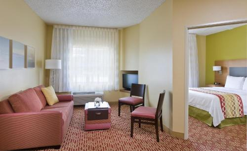 TownePlace Suites Houston Brookhollow Photo