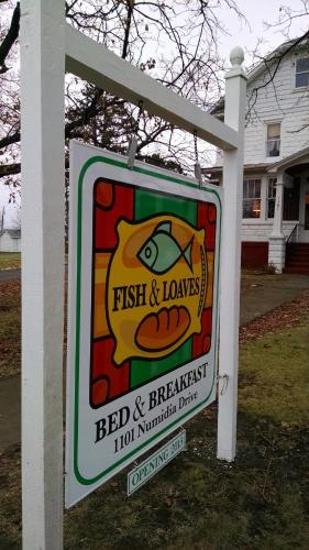 Fish & Loaves Bed and Breakfast Photo