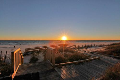 Boardwalk Beach Resort by Panhandle Getaways Photo