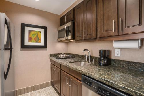 Homewood Suites by Hilton Ankeny Photo