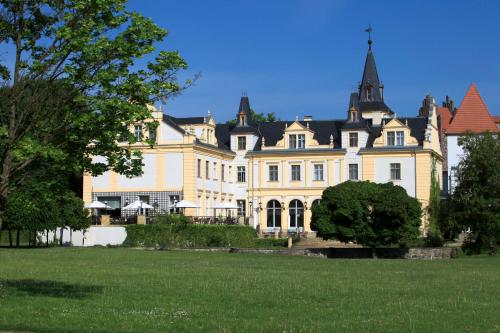 Schloss und Gut Liebenberg