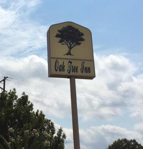 Oak Tree Inn Macon Photo