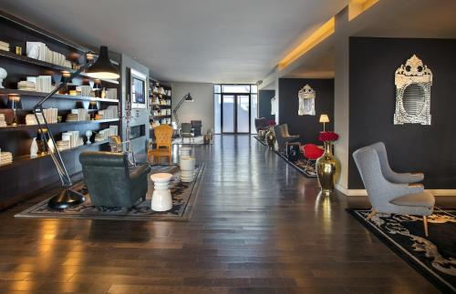 Financial District at 95 Wall Street – A Premier Furnished Apartment Photo
