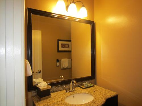 Best Western Carmel's Town House Lodge Photo