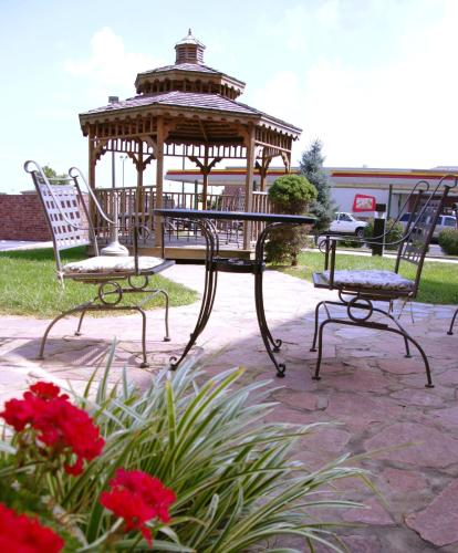 Country Hearth Inn & Suites Edwardsville Photo