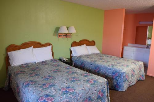 Mojave Village Motel Photo