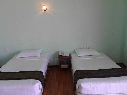Hotel Apple, Oattara Thiri