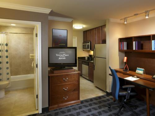 TownePlace Suites Houston Intercontinental Airport photo 13