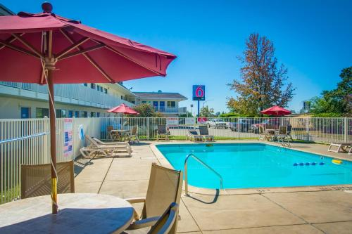 Motel 6 Redding North Photo