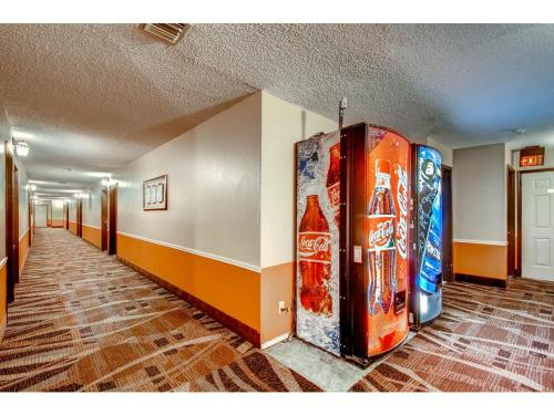 Orangewood Inn and Suites Midtown Photo