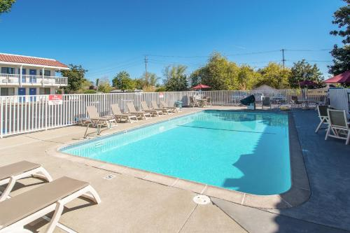 Motel 6 Redding South Photo