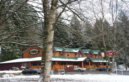 Sasquatch Inn Photo