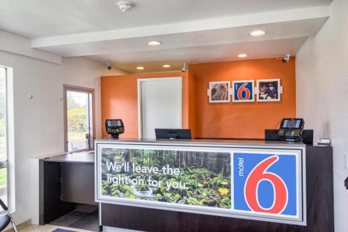 Motel 6 Everett South Photo