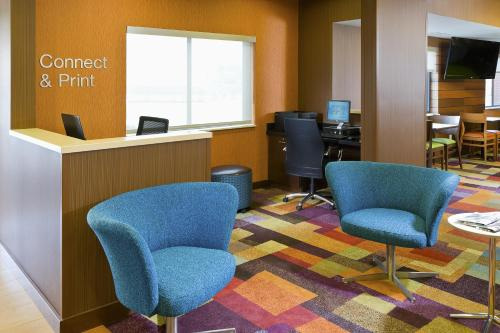 Fairfield Inn & Suites Lexington Keeneland Airport - Lexington, KY 40513