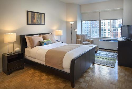 Times Square at Longacre House – A Premier Furnished Apartment Photo